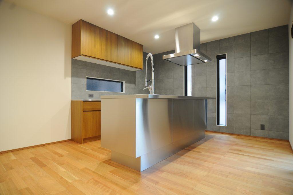 【たつの市 注文住宅 32坪】<br>お洒落なステンレスキッチンと中庭のあるお家