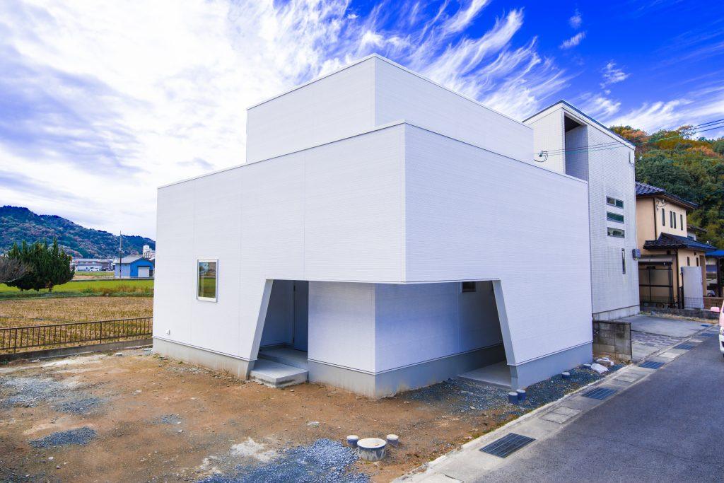 【たつの市 注文住宅 28坪】<br>計算された光と白を基調としたシンプルモダンな家