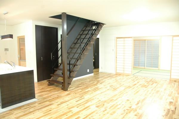 【たつの市 注文住宅】<br>オープン階段アイランドキッチンのある家