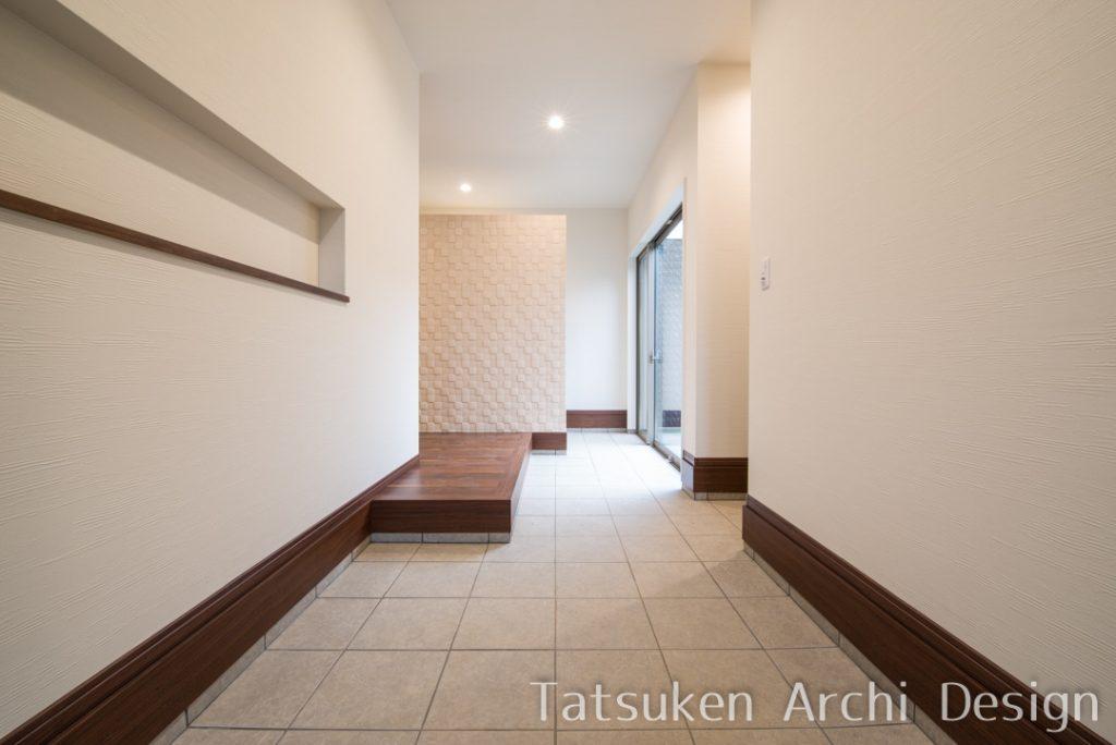 【たつの市 注文住宅 54坪】<br>明るい玄関が出迎えてくれる収納たっぷりの家