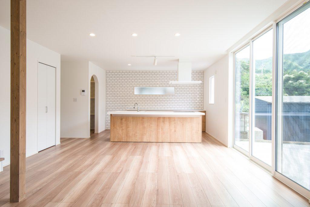 【宍粟市 注文住宅 34坪】<br>アイランドキッチンと回遊動線のある光いっぱいのお家